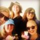 Sommer bilde av Dorothee, Elisabeth, Katharina, Hege og Marit. Store smil, solbriller og sommerhatt.